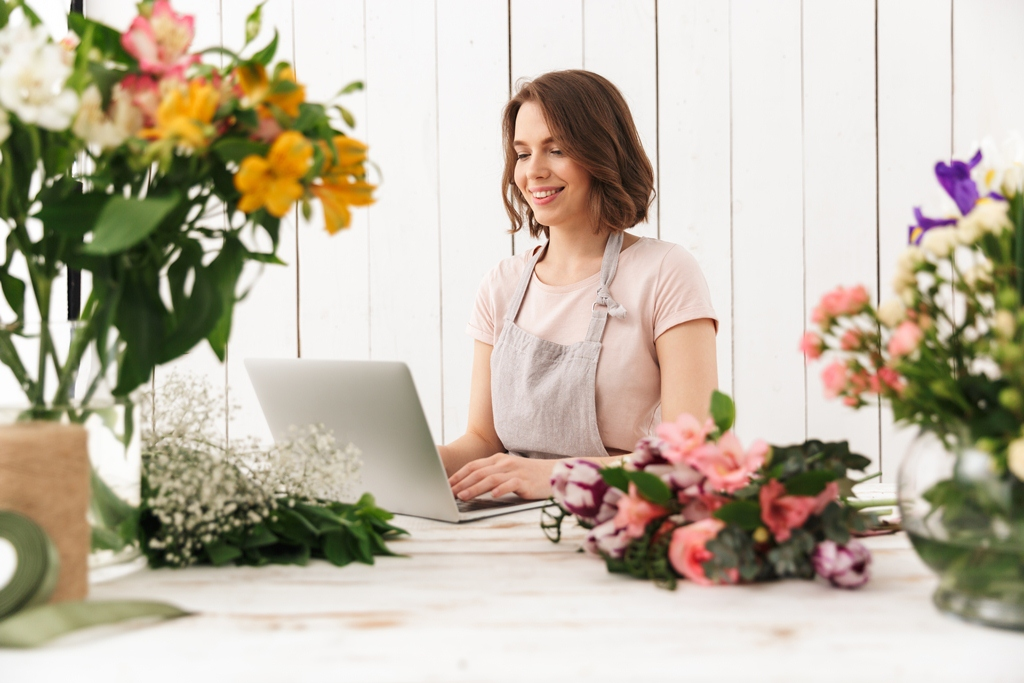 florist-checking-business-website